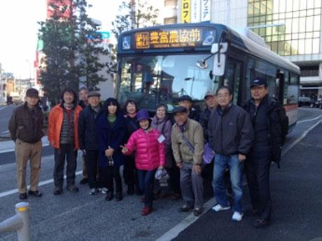 第1回のバスツアー参加者の集合写真