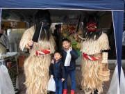船橋のコメ店に「なまはげ」登場、秋田のコメと産直品販売の応援に