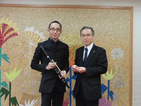 豊田耕三さん (左)と、松戸徹船橋市長(右)