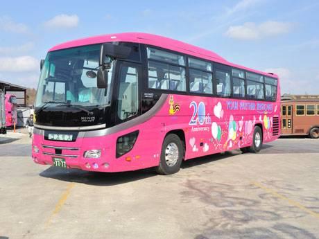 船橋・コスモスバスが20周年、記念カラーリングバスが走行中