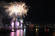 市制80周年記念「船橋港親水公園花火大会」 1万発の花火に大歓声