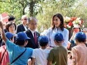 アンデルセン公園にデンマーク皇太子妃が 新遊具オープンのテープカットも
