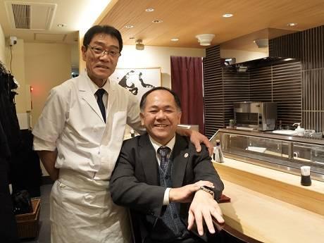 右からオープンのきっかけを作った玉元弘次さん(店主の父)、齋藤さん