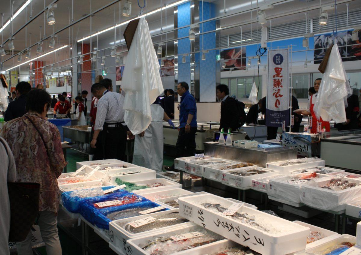 鮮魚売り場の様子(関連画像)