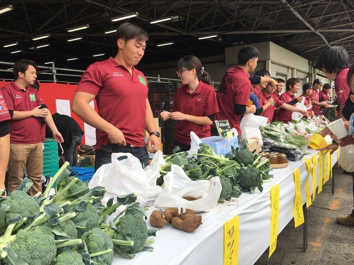農産物販売の様子