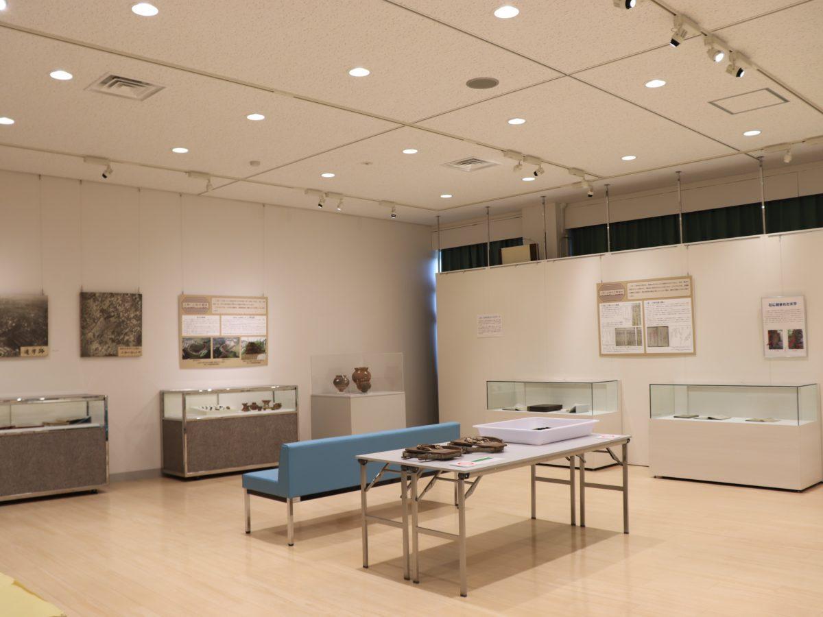 3階の展示室に資料が並ぶ3階の展示室に資料が並ぶ