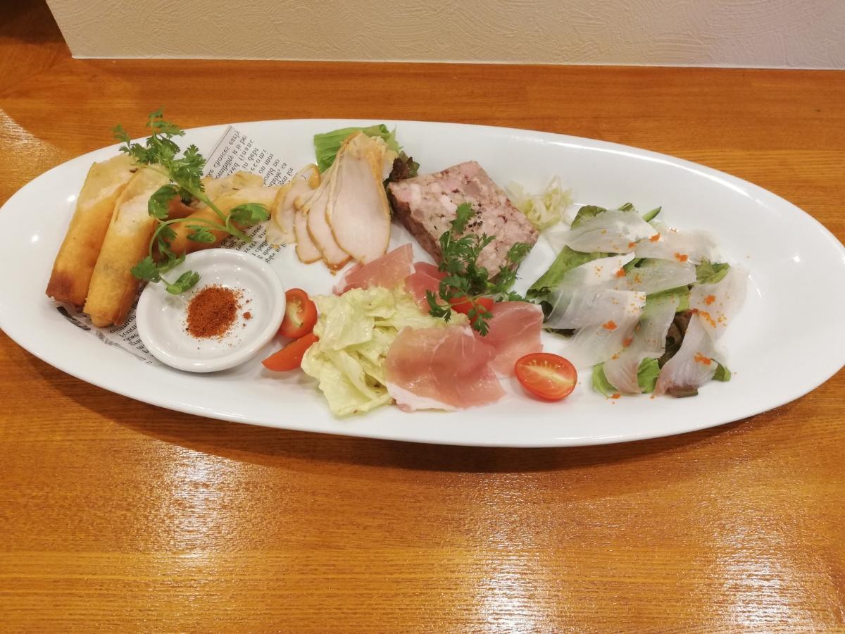 「シェフおまかせ前菜プレート(5種盛り)」