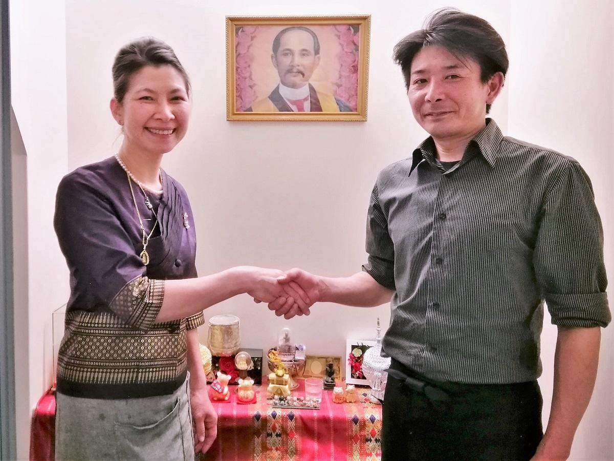 左から「クントゥアン」の長岡リサさんと「月丸」の須藤さん