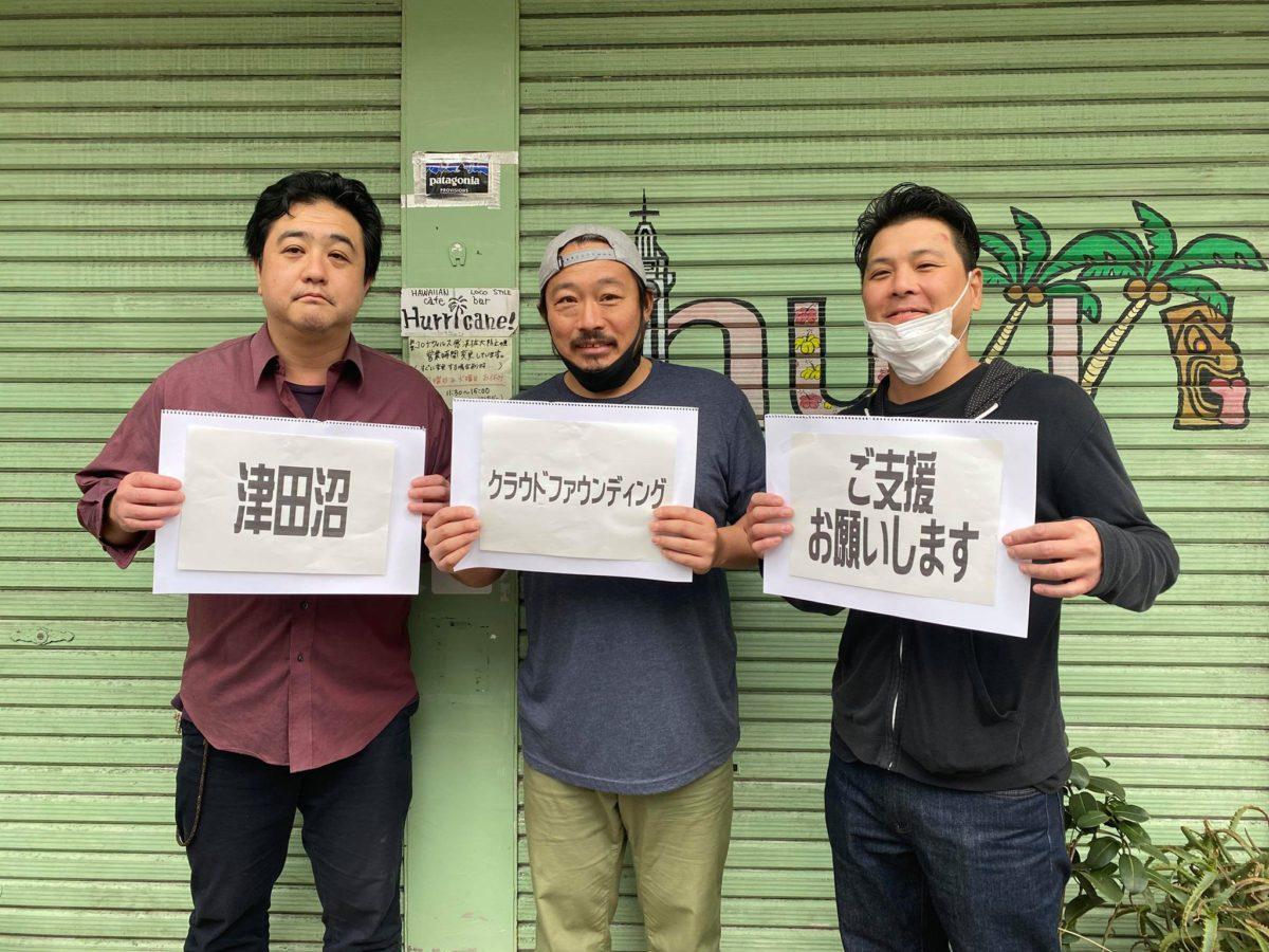 辰野仁さん(写真左)と仲間たち