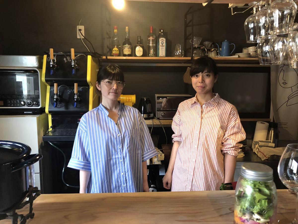 前野啓子さん(左)と妹の秀子さん