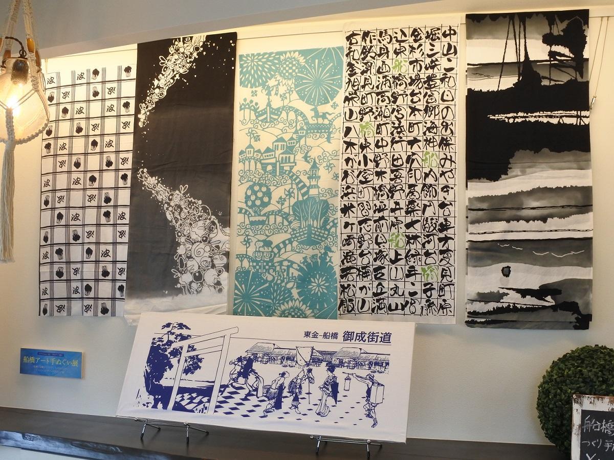 左から驪龍さん、荒井さん、picaさん、下がおやまさんの作品