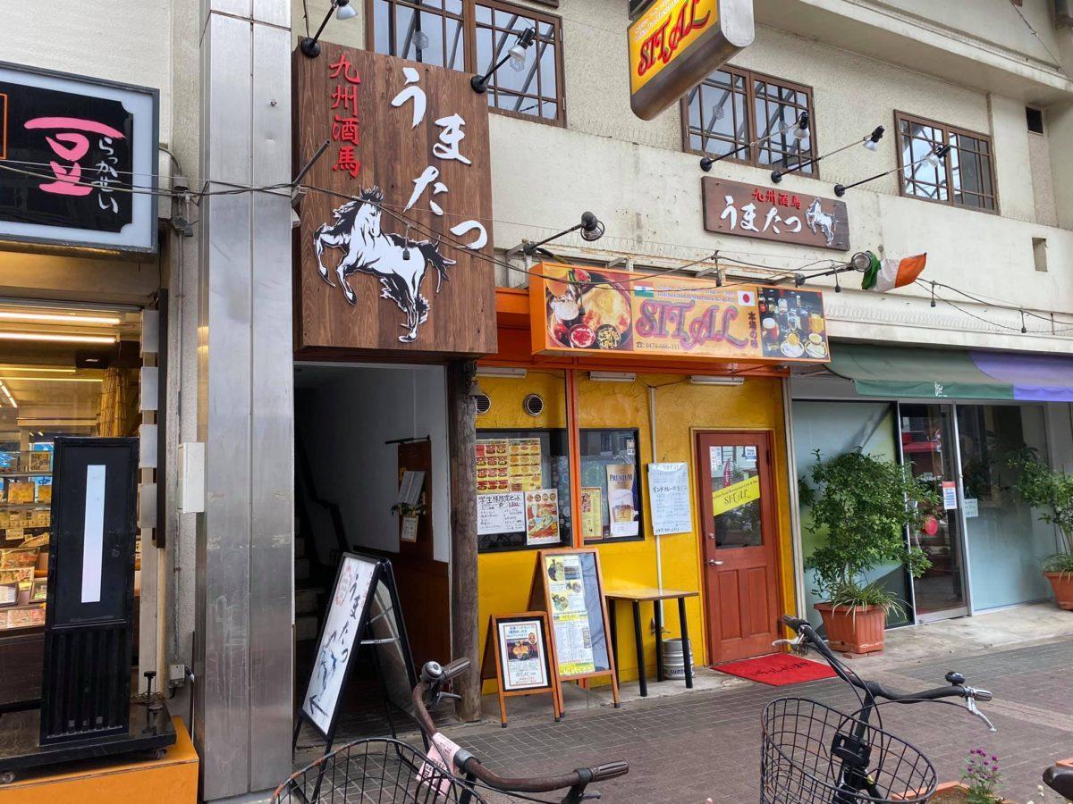 店舗は「JuJu商店街」の広場に面した入口から2階へ
