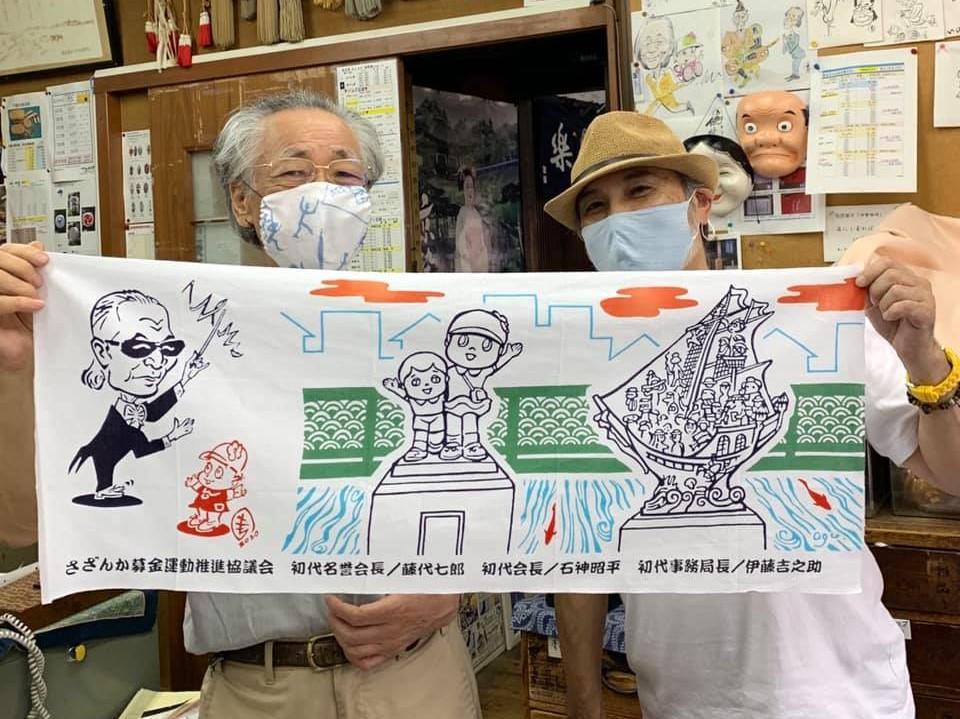 左が「つるや伊藤」の伊藤吉之助さん、右がイラストレーター・小倉正巳さん