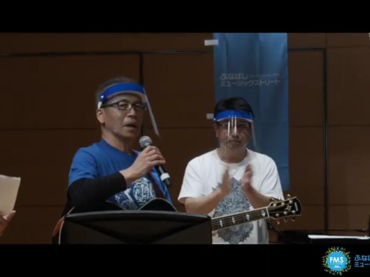 ギターで参加する松戸徹市長