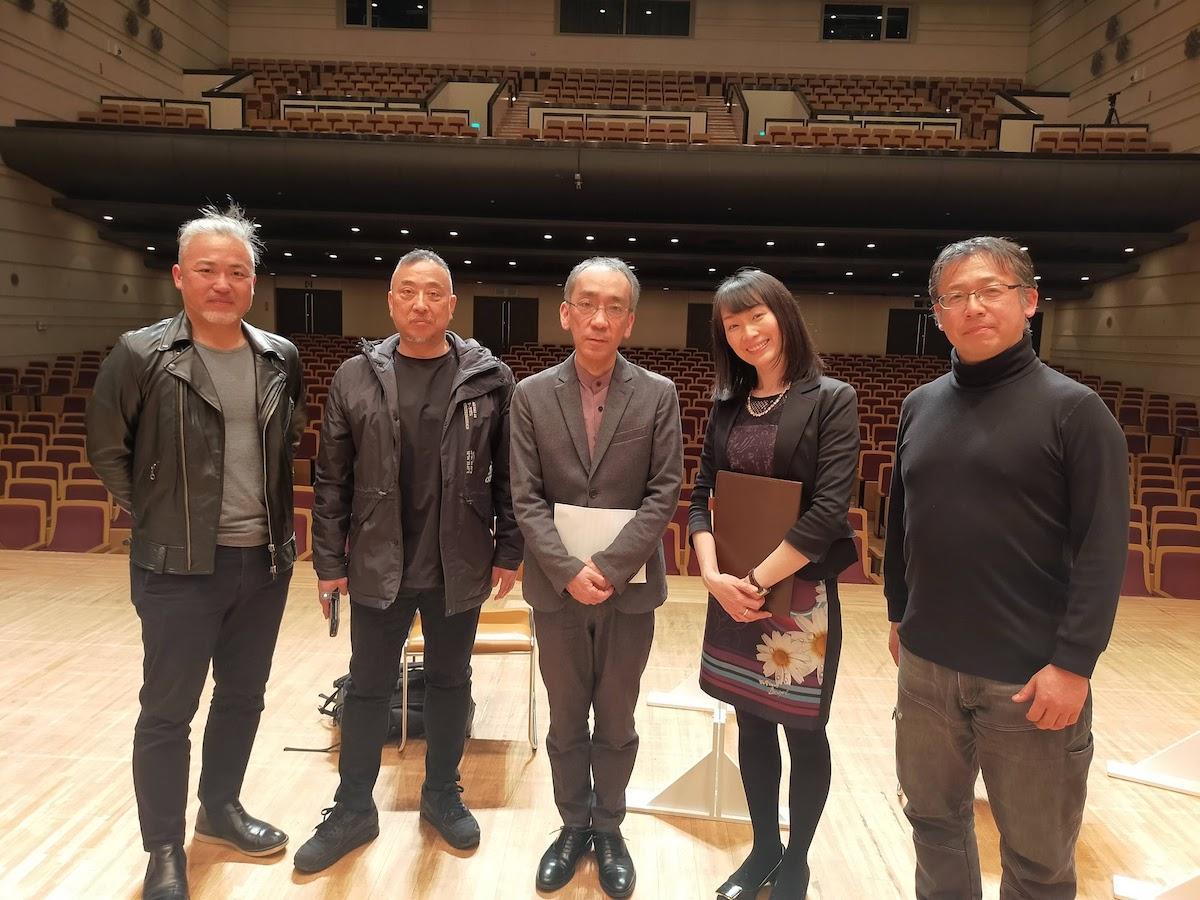 新垣さん(中央)、実行委員長の菅野さん(右端)