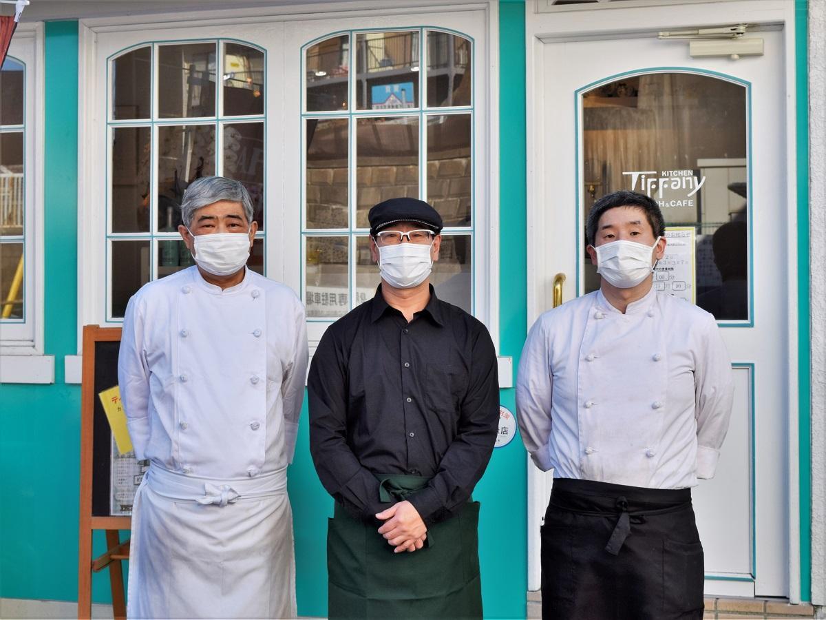 熊澤さん(中央)とシェフの皆さん