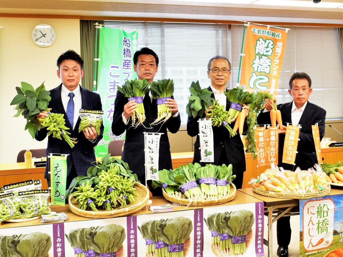 右から飯島さん、松戸市長、飯塚さん、岩佐さん