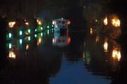 京都伏見・中書島の辨天祭 かがり火の中、十石舟特別夜間運航