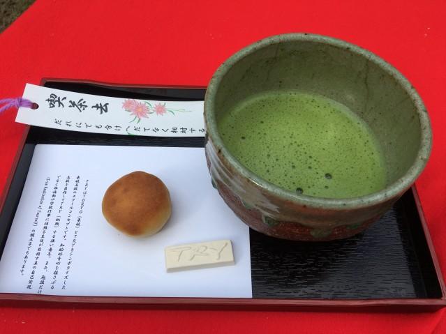 東陵高校の茶席で出されたお茶と和菓子