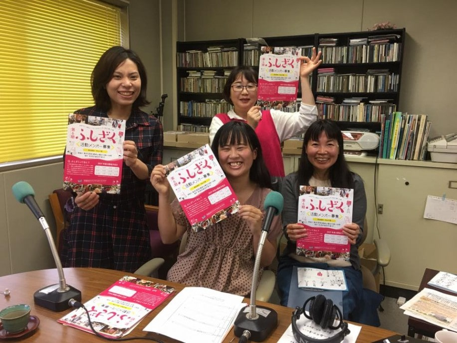 番組内でPRする「ふしざく」コーディネイターの亀村さん、山本さん、丹羽さん