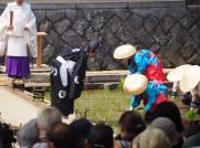 伏見稲荷大社で「田植祭」 好天に恵まれた多数の見物客が見守る