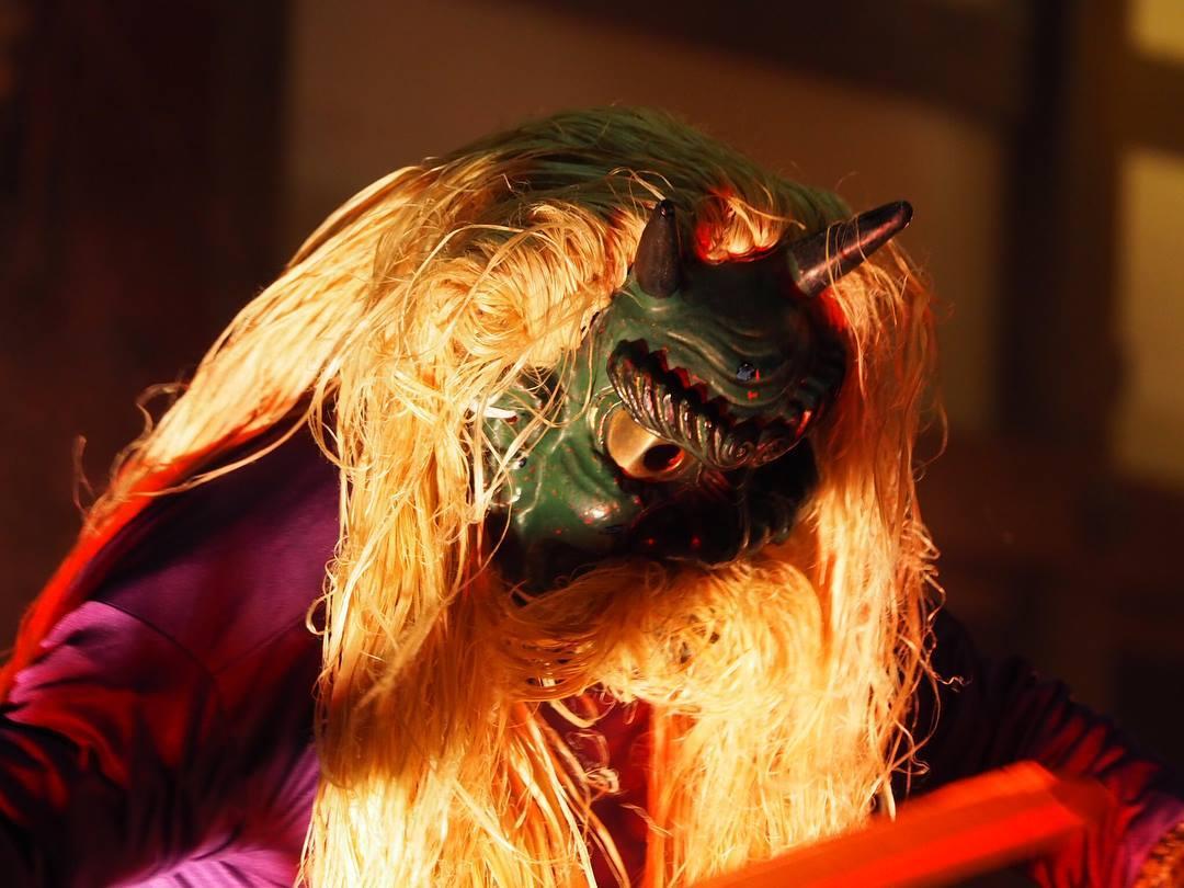 音響と光の演出と鬼のパフォーマンスが楽しめる藤森神社の節分イベント
