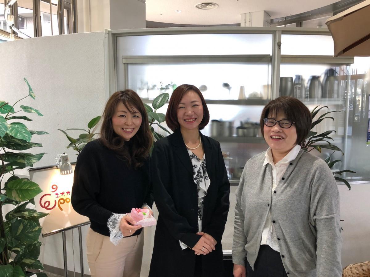 「OMOIDE ICHI(オモイデ市)」を開く、田中さん、大橋さん、松野さん