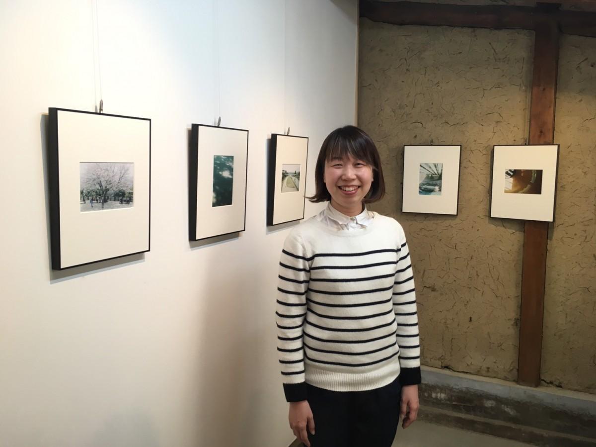 写真展「近くで猫の声がする」を主催する中田さん