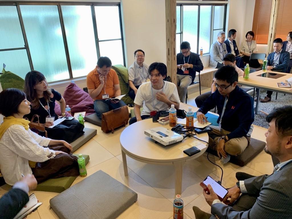 「企業サロン」に参加した起業家たち