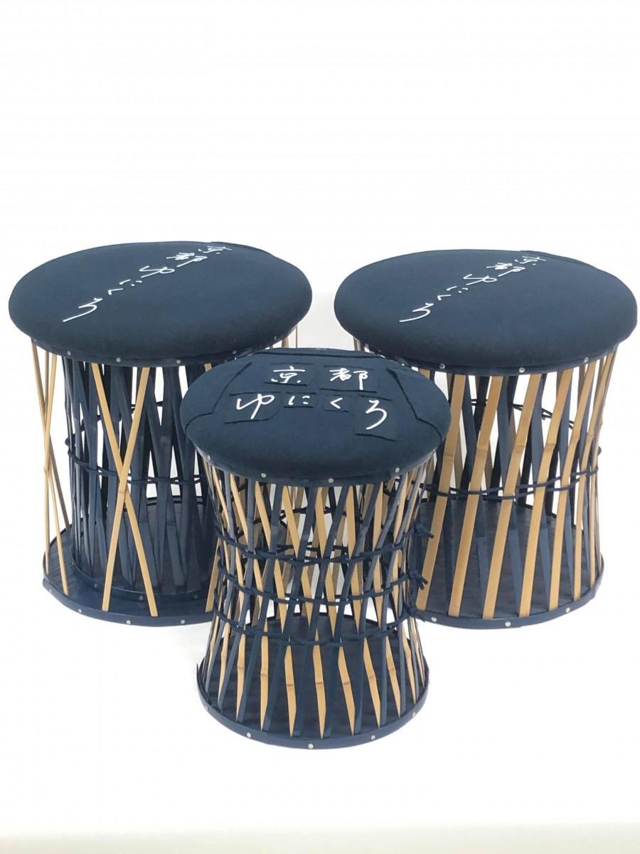 京都ゆにくろカラー・オリジナルTシャツを座面にリユースした竹の鼓椅子