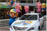 韓国で子どもたちの大統領「ポロロ」のラッピングタクシー