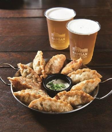 ソウルでレトルトギョーザがクラフトビール9店とコラボ ビールとの相性アピール