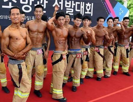 消防士が「筋肉自慢」大会 受賞...