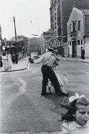 「パリ祭 祭りの始まり」パリ 1955年