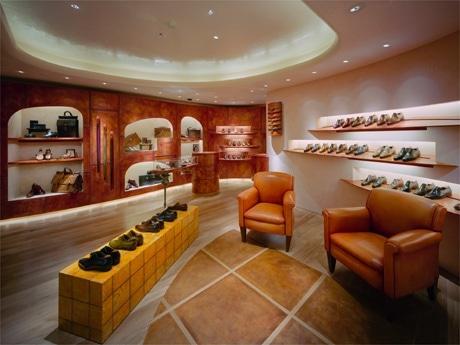 銀座・並木通りに「隠れ家のようなサロン」をオープンした高級紳士靴ブランド、ベルルッティ。
