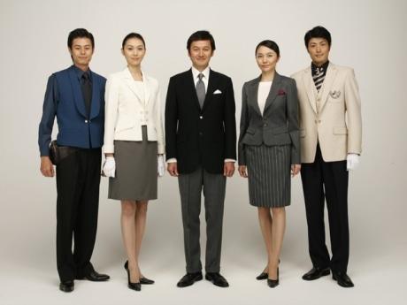 17年ぶりにユニホームを一新した帝国ホテル 東京。全体的に明るく若々しい印象に。デザイナーは芦田多恵さん。