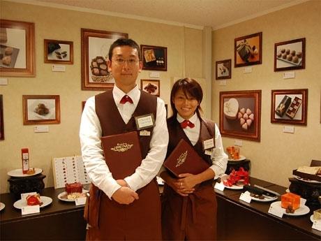初の試みとしてチョコレートのアドバイスなどを行うショコラコンシェルジュが売り場に常駐する。