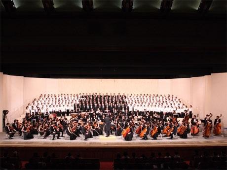 歌舞伎座で4月27日、270人の「中央区第九の会合唱団」とアマチュアオーケストラ「中央区交響楽団」が演奏会を行った。写真撮影=株式会社トゥビィリンクス。