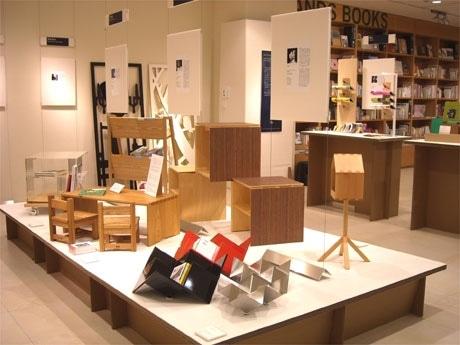 7階の会場ハンズインスピレーションでクリエーター15人が手がける「本をたのしむための小さな家具」を展示販売する