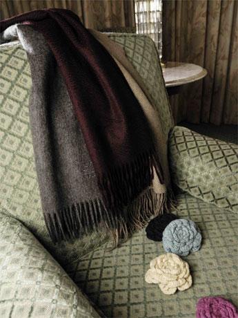 チベット族が飼育するヤクの柔らかい毛を使用する「ショーケイ」のニット製品。カシミヤ並みに柔らかく、毛玉になりにくく、丈夫で扱いやすく、廉価であるのがポイント