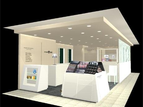 白を基調としたスタイリッシュな店内は約12坪。プロのヘアメークアーティスト3~4人が常駐し、短時間で低料金のサービスを提供する