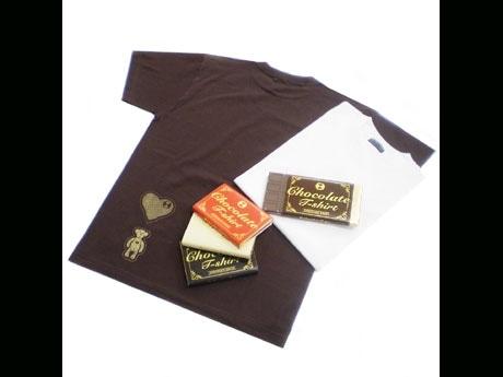 バレンタイン時期に限定発売する板チョコに扮した「チョコレート Tシャツ」(2,940円)