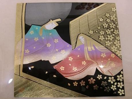 日展作家でもある塚田外志男さんの最新作「源氏物語絵巻」を題材にした蒔絵パネル(非売品)