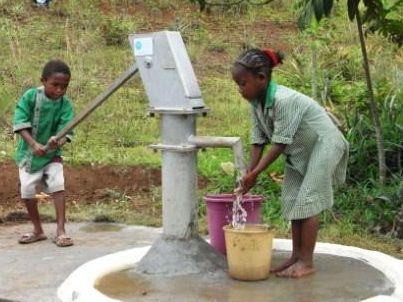 目標は2,000万円を達成すれば20校の学校に給水設備やトイレを設置でき約5,000人の子どもたちが清潔で安全な水を飲むことができるという