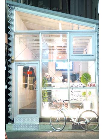 ガラスのファサードが印象的な外観©glen-O