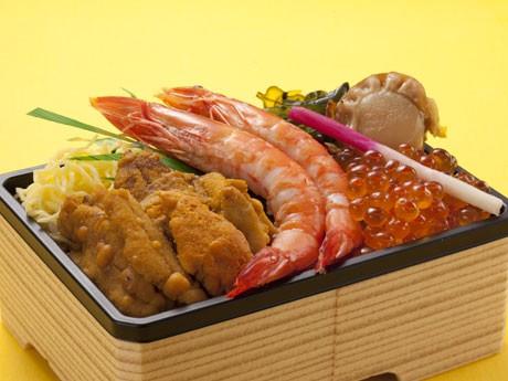 ご当地グルメグランプリ店「食堂丸善」が限定販売する「ウニめし海鮮弁当」(1,470円)