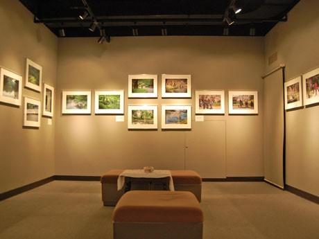 菅原貞美さんの写真展「カメラを持って」を開催中のコダックフォトギャラリー