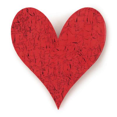 Tシャツやマグなどに採用するハートのモチーフ「Heart Sutra」は、文字美術家・遠山由美さんが9.11事件をきっかけに制作したもの