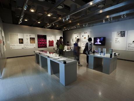 「2011 ADC展」を開催中のギンザ・グラフィック・ギャラリー。写真=藤塚光政さん