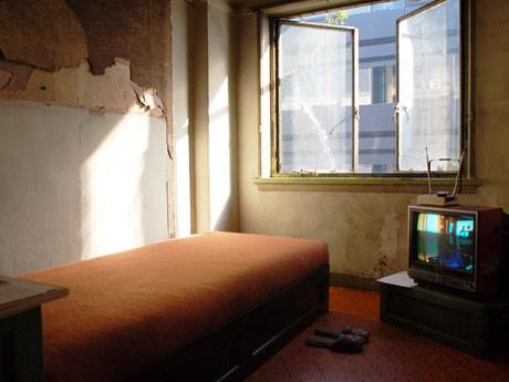 「ベッドに座ったり横になったりして、当時を身体的に感じてもらいたい」(黒多弘文さん)